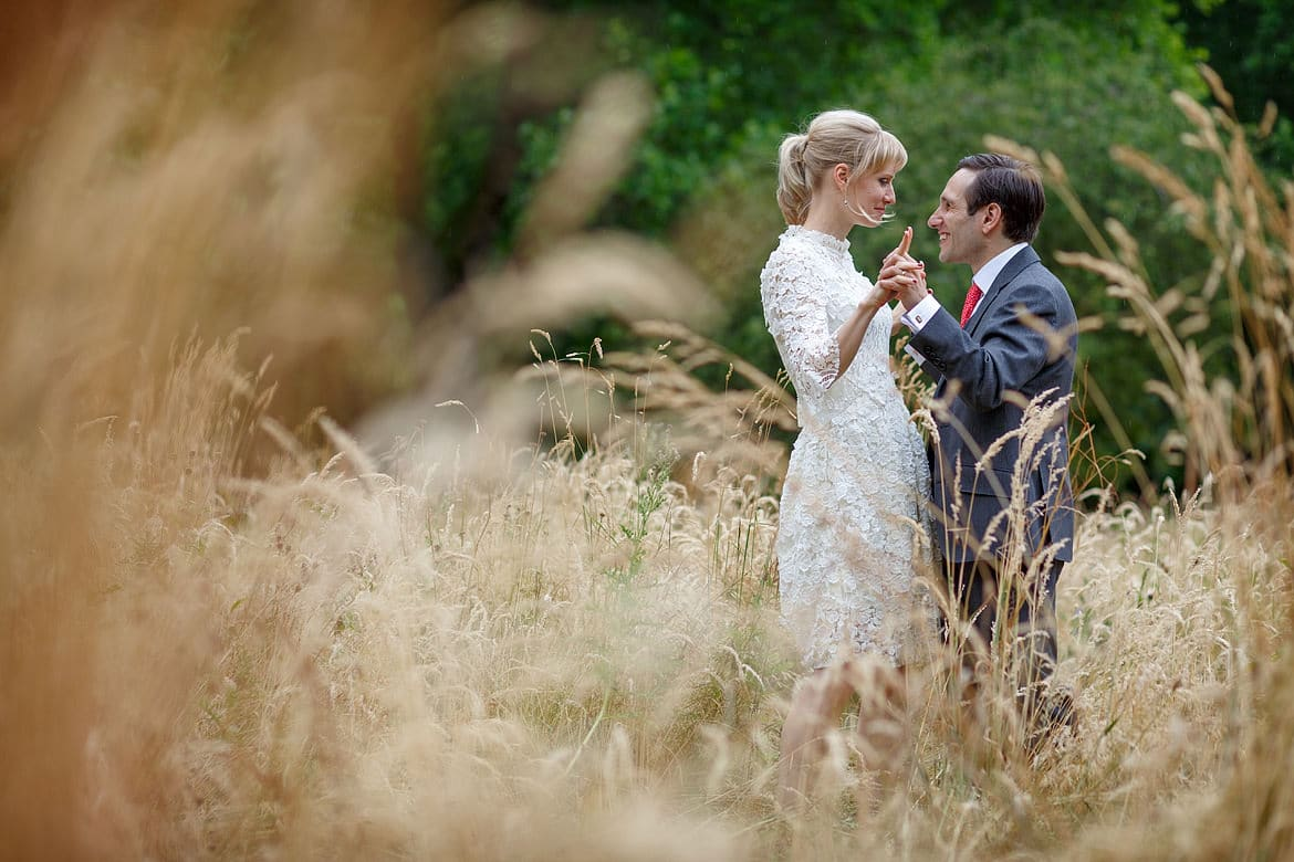 a couple portrait in the grasses at Green Park in London