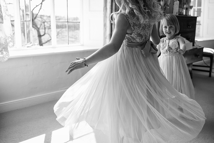 flowergirls spin in their dresses