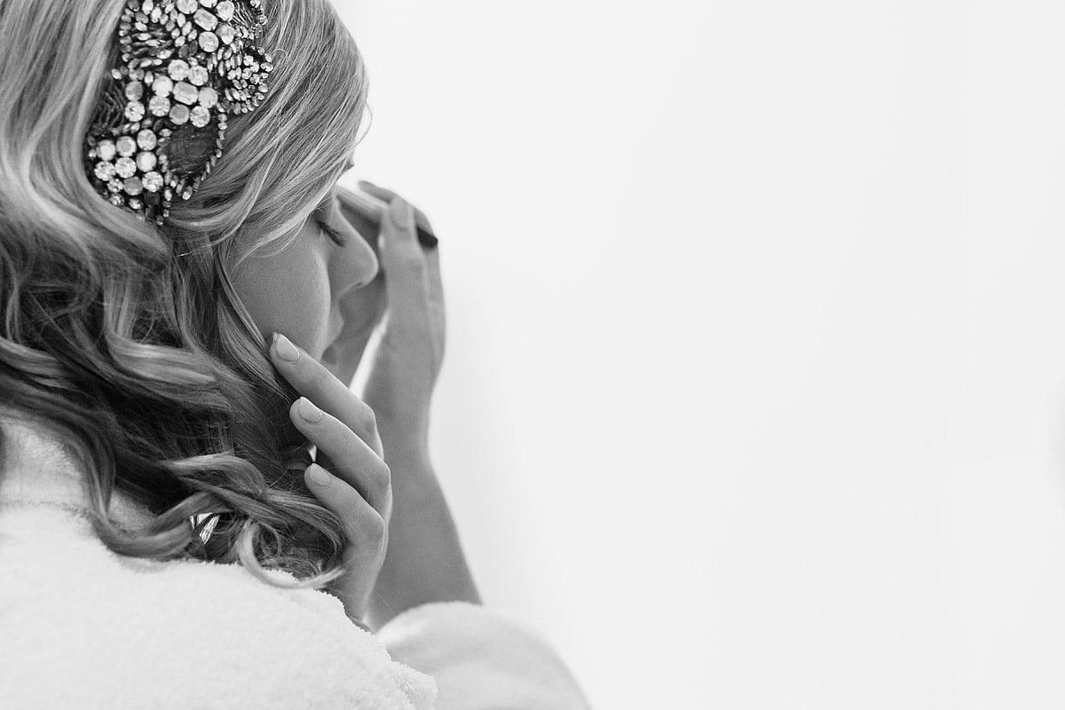 detail shot of the bride applying her makeup