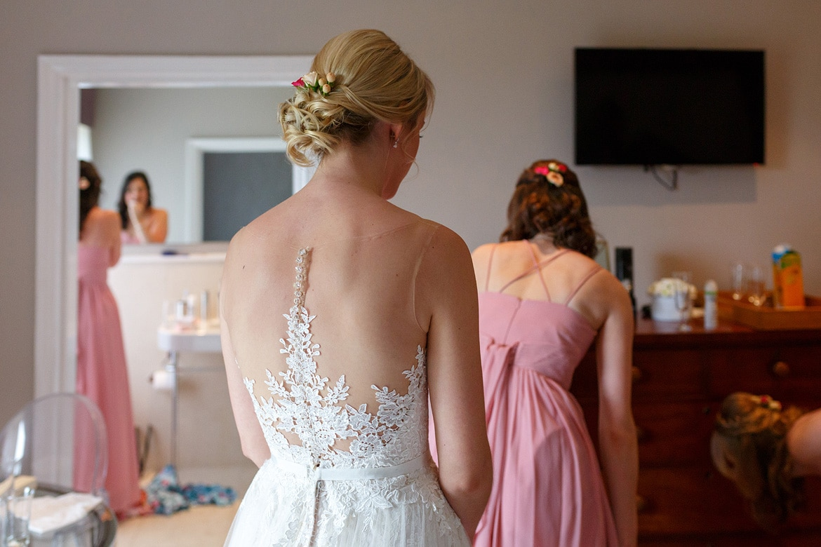 the back of lauras wedding dress