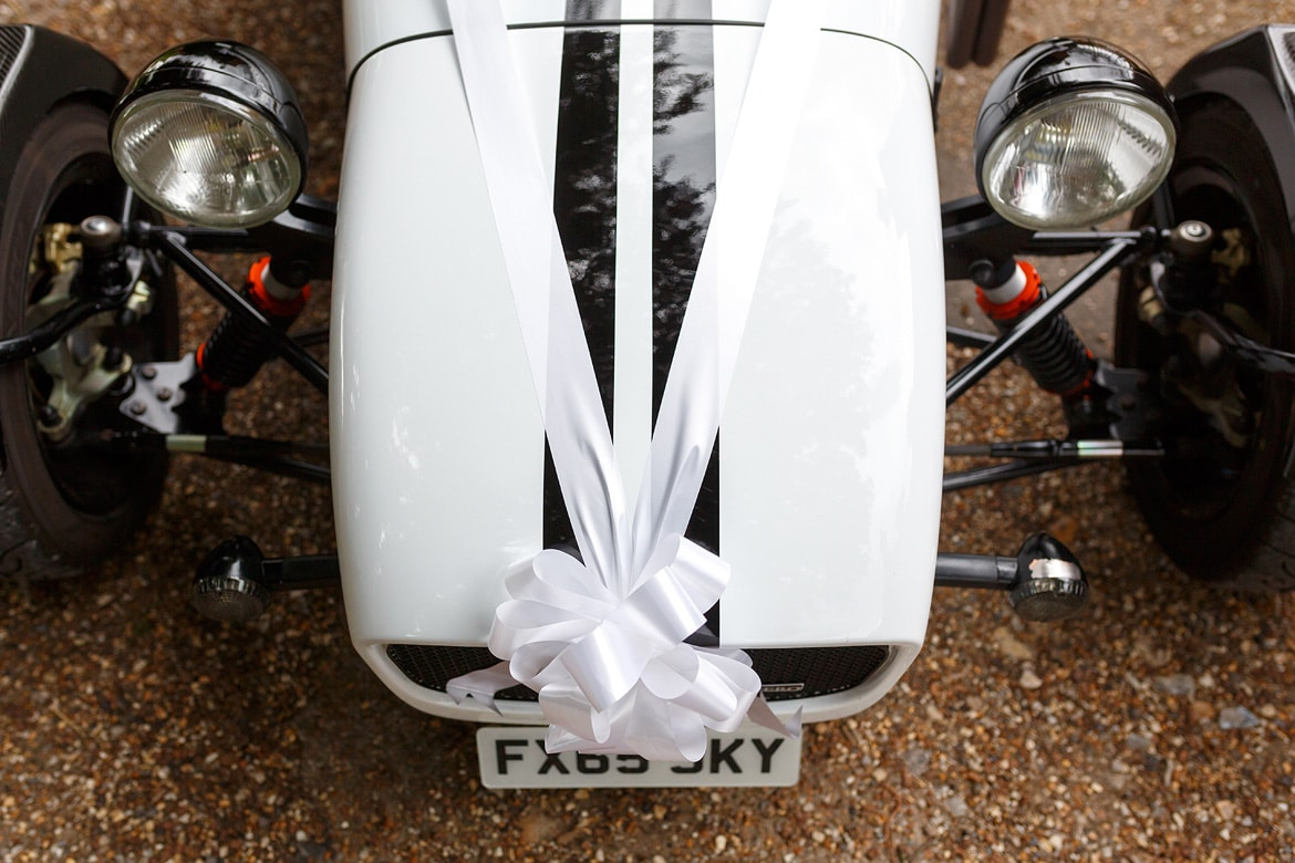 ribbons on the wedding sports car