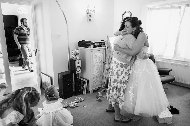bride and mum hug before the wedding