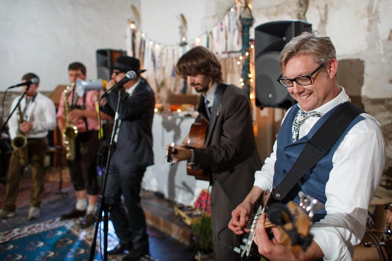 rudd playing with his wedding band