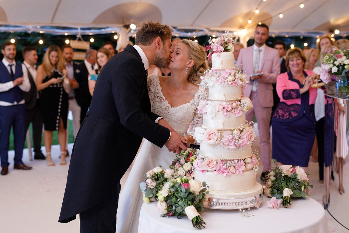 kissing during the cutting of the cake