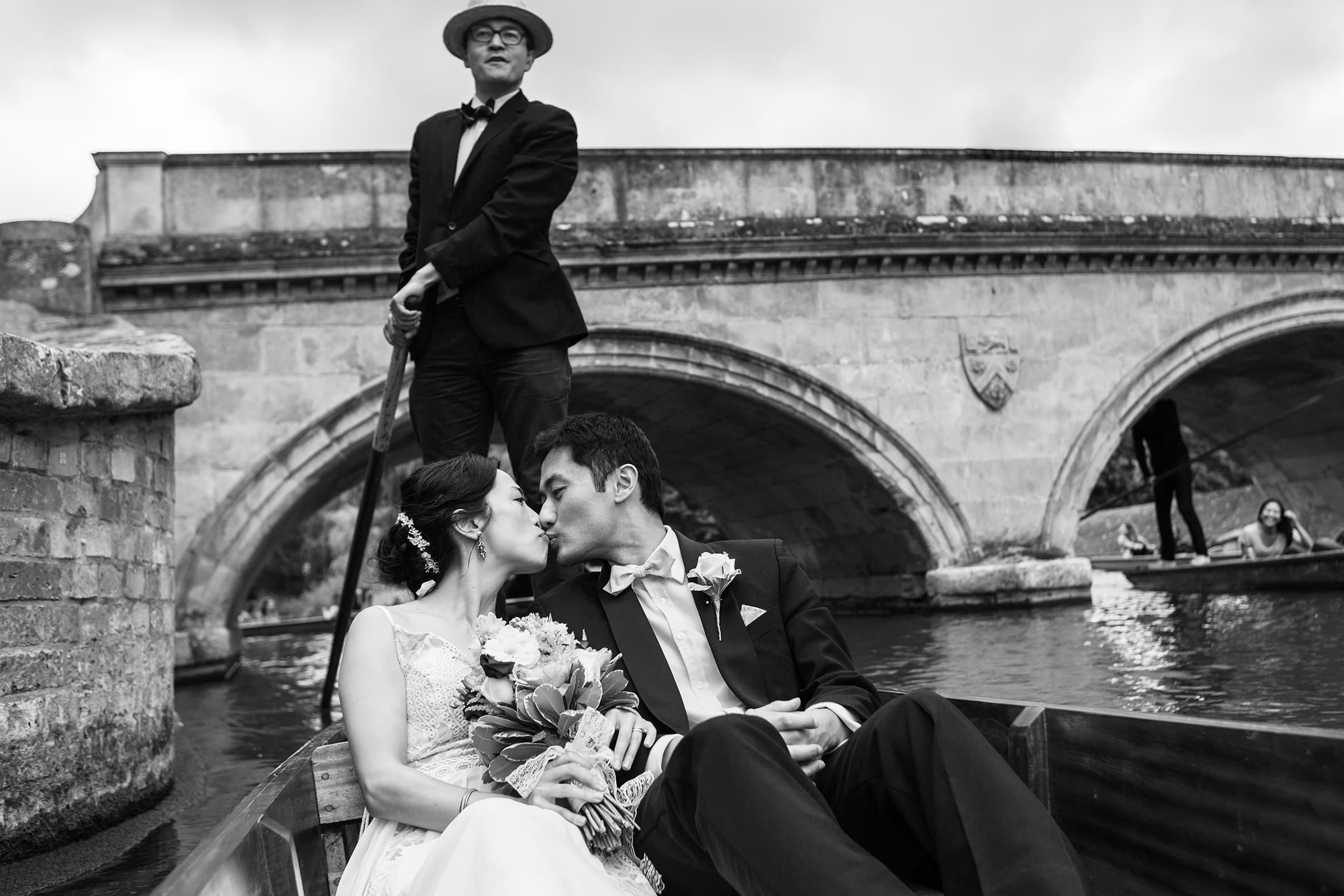 bride and groom go punting in cambridge